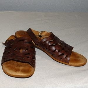 BORN Lili brown Sandals Size 7